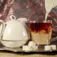Фото черного чая с молоком 2