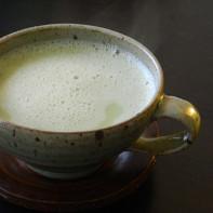 Фото зеленого чая с молоком 2