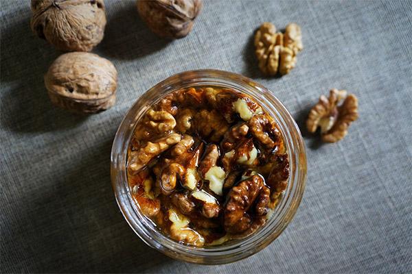 Польза грецких орехов с медом