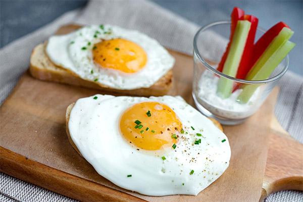 Чем полезны жареные яйца