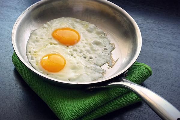 Как приготовить жареные яйца