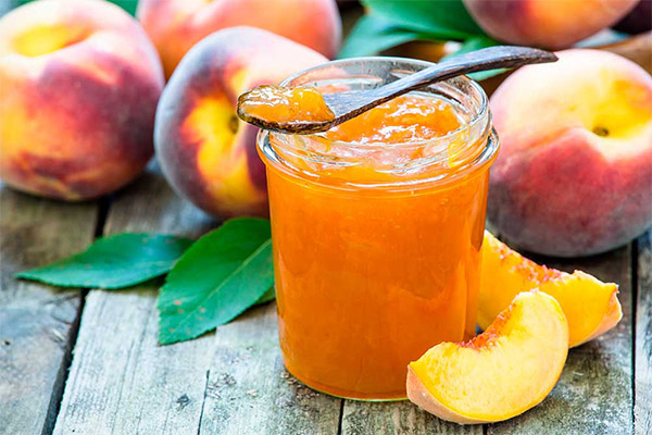 Минималистичное варенье из целых персиков