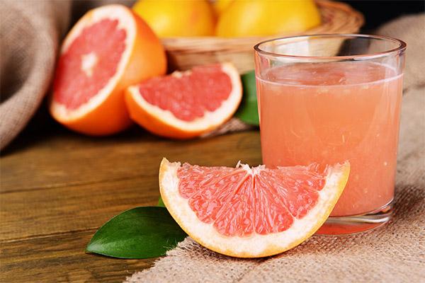 Можно ли пить грейпфрутовый сок натощак и на ночь