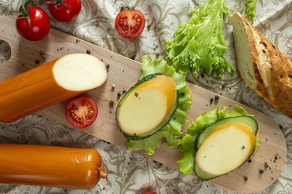 Бутерброды с колбасным сыром