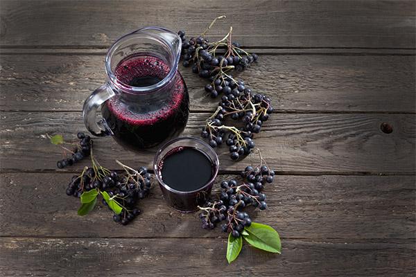 Чем полезен сок черноплодной рябины