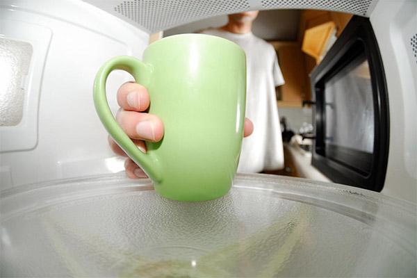 Можно ли вскипятить молоко в микроволновке