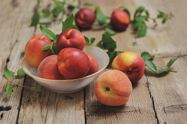 Как правильно есть персики