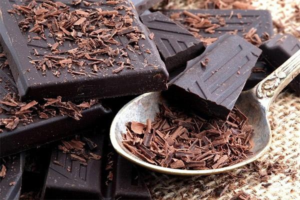 Как правильно есть темный шоколад