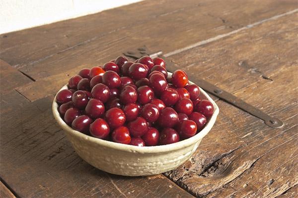 Польза и вред вишни