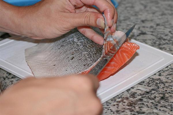 Как почистить лосось