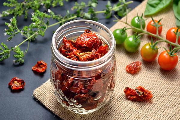 Как правильно хранить сушеные помидоры