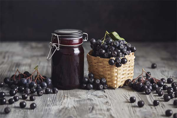 Чем полезно варенье из черноплодной рябины