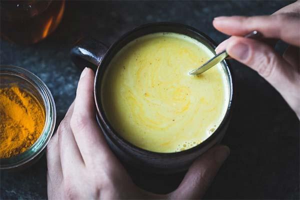 Как правильно пить молоко с куркумой