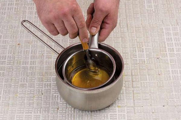 Как растопить мёд на водяной бане